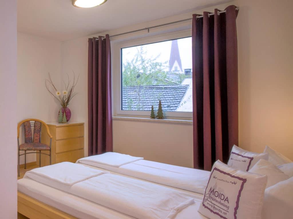 Ferienwohnung Moida Schlafzimmer mit Doppelbett
